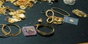 Çöpte, içi altın dolu çanta buldu