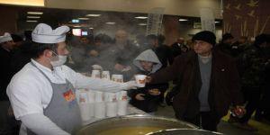 Marmaray yolcularına sıcak çorba molası
