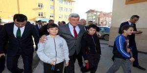 Karaosmanoğlu'ndan çocuklara 'Toplu Ulaşımda Saygı' dersi