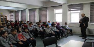 Öğrencilere Mehmetçik Vakfı'nı anlattı