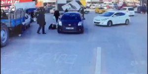 Otomobilin çarptığı kadın kafa üstü yere çakıldı