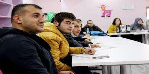 Engelli adaylar sınava hazırlanıyor