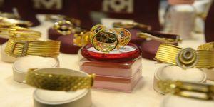 Altın biberon ve emzik