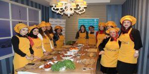 Beslenme ve diyet uzmanı, gönüllülerle sağlıklı yiyecek yaptı
