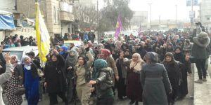 YPG'li Teröristler Sokağa İnip Türkiye Karşıtı Gösteri Düzenlediler