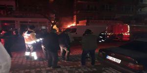 CHP binasının yanında yangın çıktı!