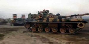 Çok sayıda tank ve fırtına obüs topları Suriye sınırına ulaştı