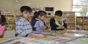 """""""Hikaye Kumbaram"""" projesiyle kitap okuyorlar"""