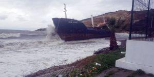 Yük gemisi fırtına nedeniyle karaya oturdu