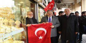 44 bin Türk bayrağı dağıtıldı