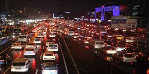 Sağanak yağış trafiği olumsuz etkiledi