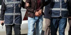 Polis kılığına giren 3 kişi yakalandı