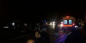 Kontrolden çıkan otomobil ile kamyonet çarpıştı: 5 yaralı