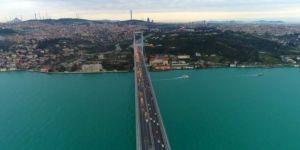 İstanbul Boğazı turkuaza boyandı