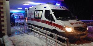 Otomobil karlı yolda şarampole uçtu: 4 yaralı