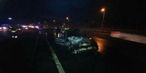 Polis aracına çarpan otomobil alev alev yandı