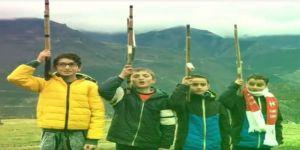 4 minikten Afrin'e hareket düzenleyen askerlere Komando Marşı ile destek