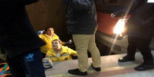 Metroda raylara düşen genç kız kurtarıldı