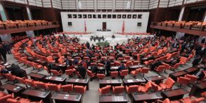 Mecliste 7 OHAL KHK'sı kabul edildi