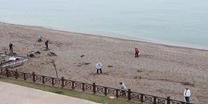Vatandaşlar plajı temizlediler