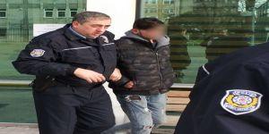 Araçlardan oto teybi çalan 2 genç tutuklandı