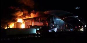 Kocaeli'de dehşete düşüren yangın ! Fabrika alev aldı