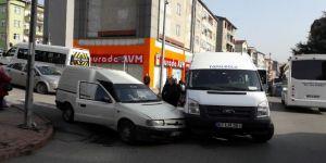 Öğrenci servisi hafif ticari kamyonetle çarpıştı: 1 yaralı