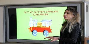 Öğrencilere süt dersi