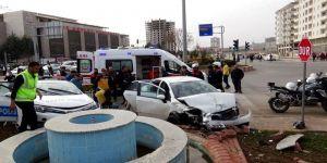 Trafik kazası: 2'si polis 4 yaralı