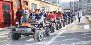 Öğrencilere trafik eğitimi veriliyor