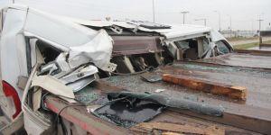 Servis minibüsü kağıt gibi yırtıldı: 10 yaralı