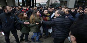 Belediye önünde açıklama yapan Halkevi üyelerine tepki gösterdiler