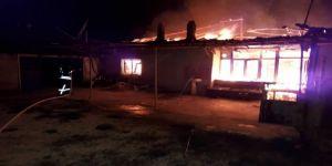 Yangın evi alevler içinde bıraktı