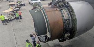 Uçağın motor kapağı havada koptu