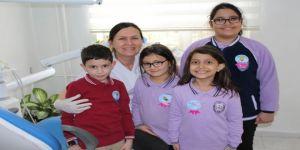 Diş polikliğine başvuran çocuklara üstün cesaret madalyası