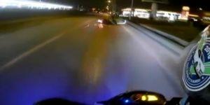 Yola dökülen mazot motosikletlileri canından ediyordu