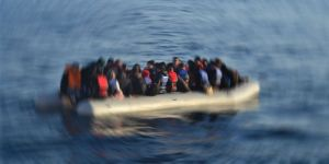 Libya açıklarında 324 göçmen yakalandı