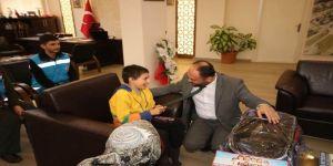Başkan Özaltun, bedensel engelli Toprak'ı misafir etti