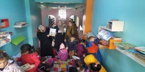 Anaokulu öğrencileri kütüphaneyi gezdi
