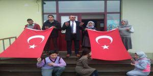 Öğrenciler, biriktirdikleri harçlıkları Mehmetçiğe gönderdi