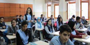 Siirtli öğrenciler, harçlıklarını yetim çocuklar için bağışlıyor