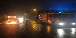 Kundaklandığı iddia edilen kamyonet alev alev yandı