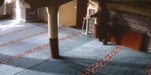 Camideki sadaka kutusundan paraları böyle çaldı