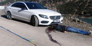 Lüks araç yakınında pompalı ölüm