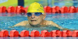 99 yaşındaki yüzücü rekor kırdı