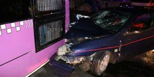 Alkollü ve ehliyetsiz sürücü, otobüse çarptı