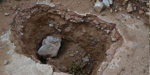 Antik kentte kazı yaparken yakalandılar