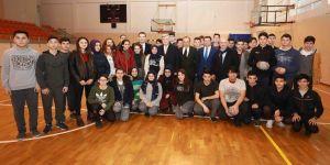 Karaosmanoğlu'ndan Neşet Yalçın Ortaokulu'na ziyaret