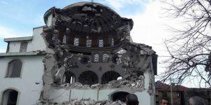 Cami yıkıldı!