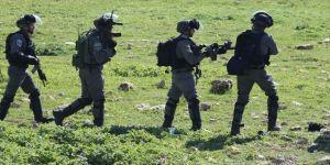 İsrail, Filistinli çocuğu hastanede gözaltına aldı